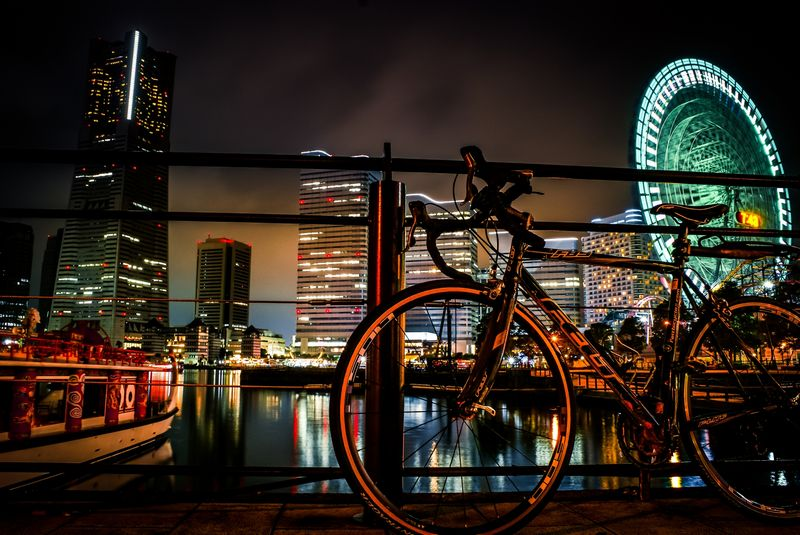 夜にロードバイクで走る魅力・メリット・どんな装備?注意は?