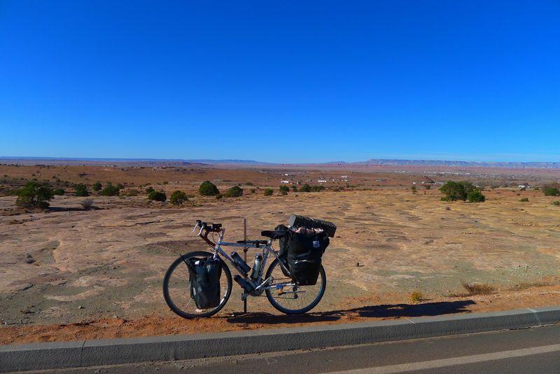 ロードバイクで週末旅行に出かけよう!